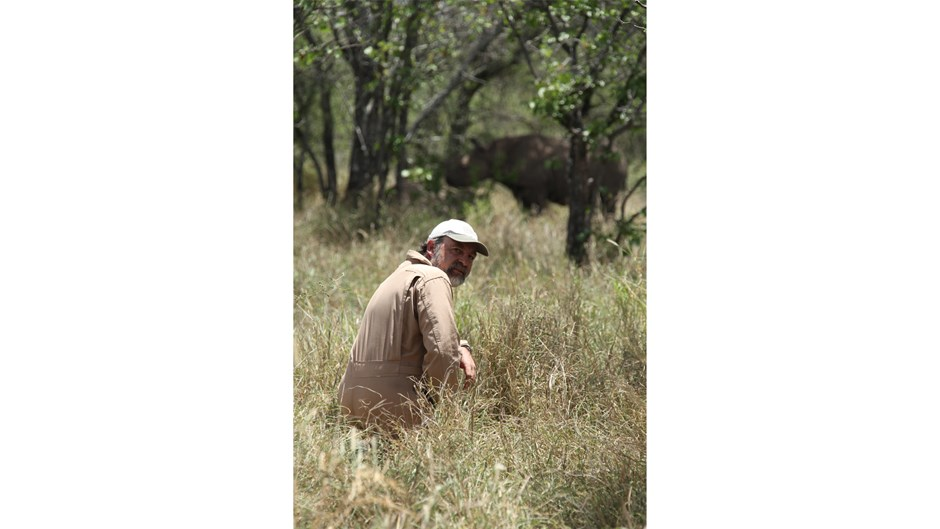 Raoul du Toit in the bush with a black rhino / Courtesy of Goldman Environmental Prize