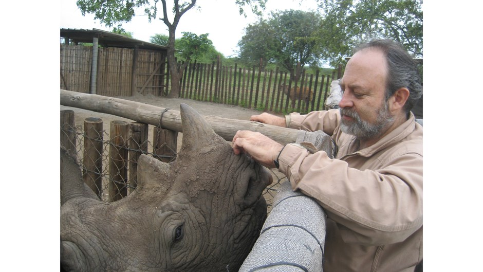 Raoul du Toit with a black rhino / Courtesy of Goldman Environmental Prize