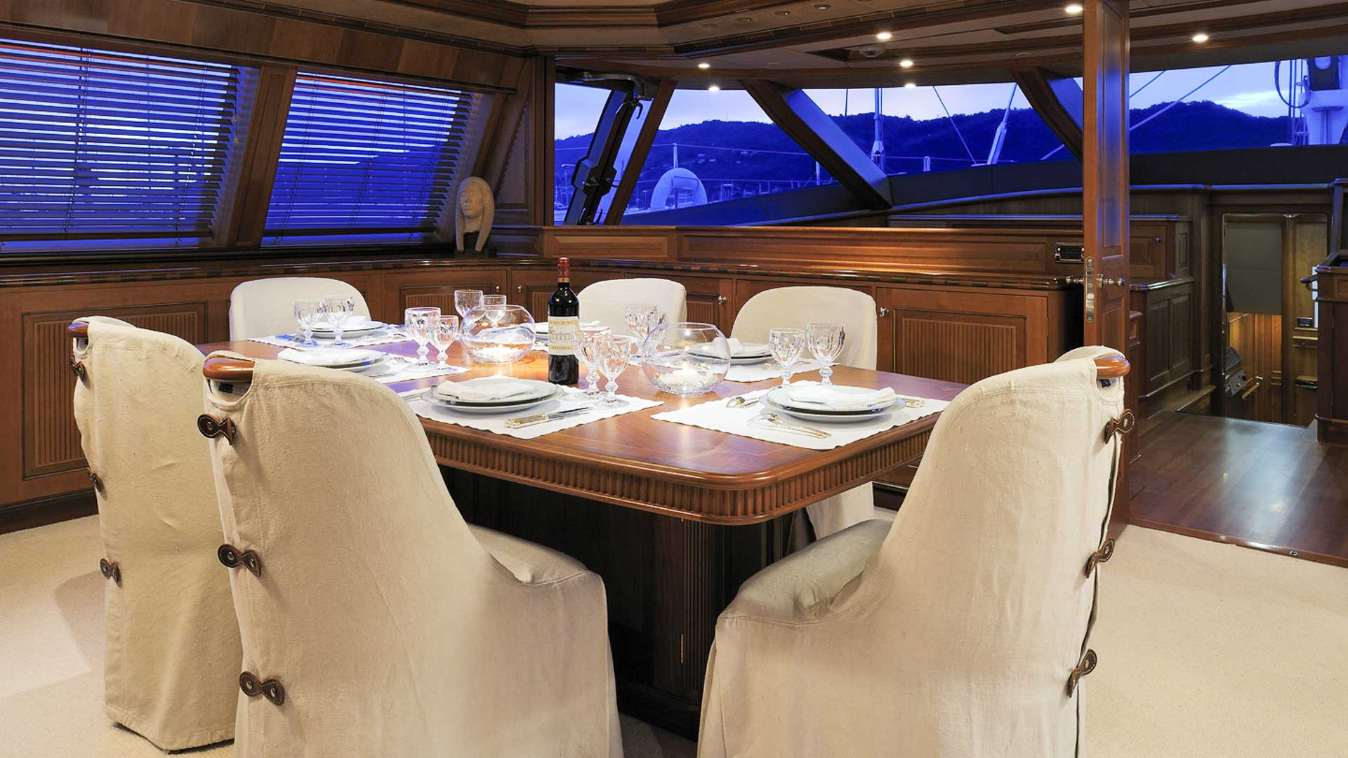 Interior Dining, Drumbeat Superyacht