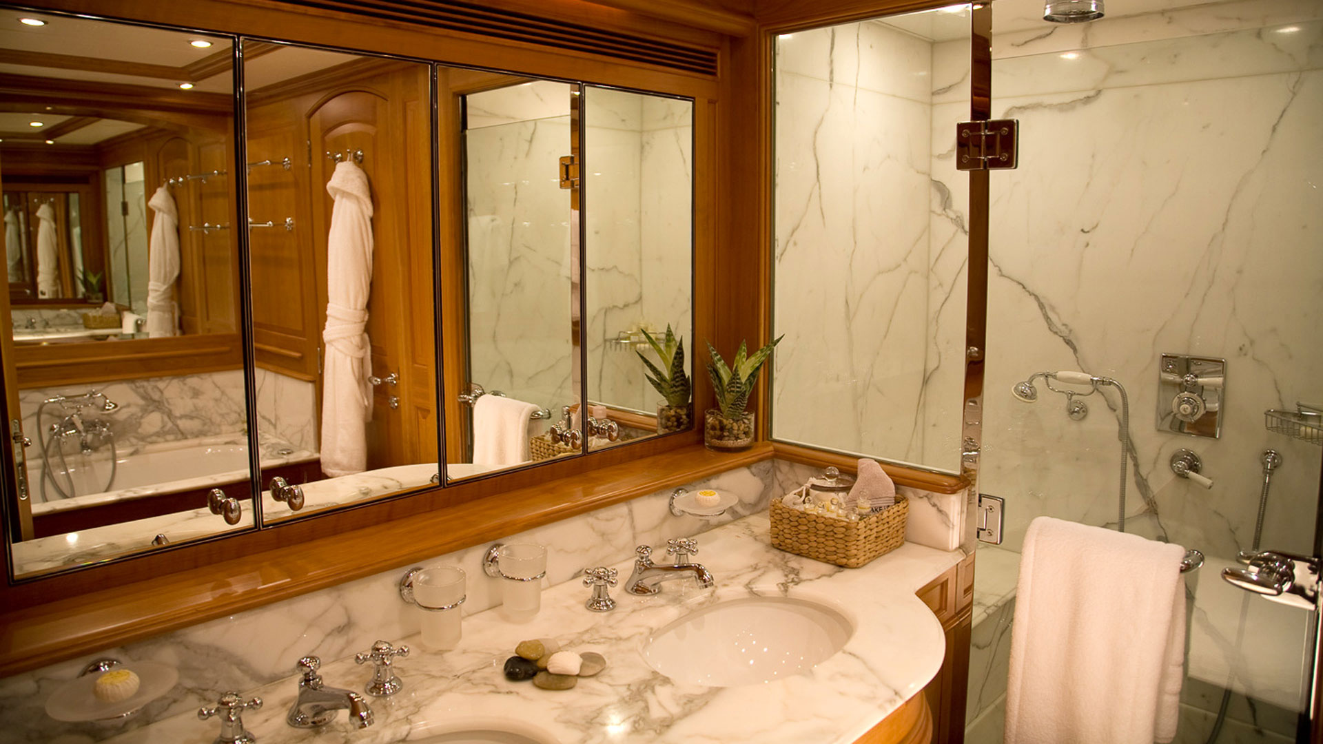 Master Bathroom, Drumbeat Superyacht